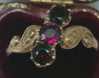 Ladies 10K Gold Band Ring w Genuine Garnets, late   1800s