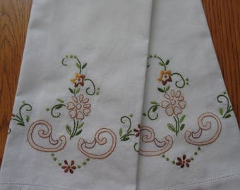 Pair of Reverse Satin Stitched Embroidered Decorative Bathroom Guest Towels  White