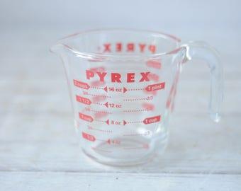 Vtg Pyrex 2 Cups 16 oz 1 Pint Measuring Cup