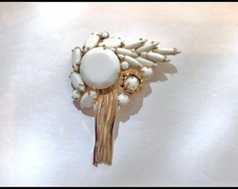 Vintage D&E White and Gold Colored Brooch - Dressy Juliana Brooch - Pin-633a-071317035