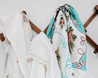 Vintage Table Linens / Table Linen Cloth  / Vintage Linen / Tablecloth Vintage / Tablecloth Square / Embriodered Tablecloth