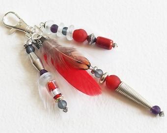 Bijou de Sac, Porte-clef Ethnique Chic - Plumes et Perles Africaines en pate de verre artisanale - Bijou de créateur en pièce unique