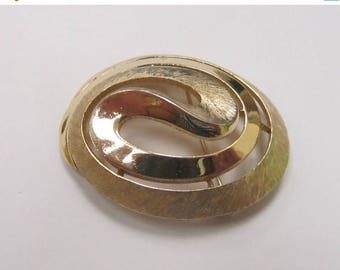 ON SALE TRIFARI Dual Textured Gold Tone Pin Item K # 2846
