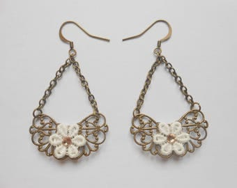 Earrings with lace flowers