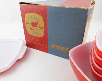 Pyrex 'Hostess Covered Casserole-and-Table Set' Red and White Pyrex Glass - Original Box - Set No. 420 - Five Bowl Set - Pyrex, Corning NY