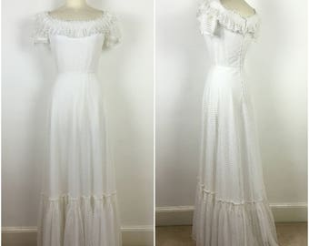 Vintage 1970s Wedding Dress - 70s White Bohemian Wedding Dress - Boho Dress - Off Shoulder Lace Dress - Small - UK 8 / US 4 / EU 36 -
