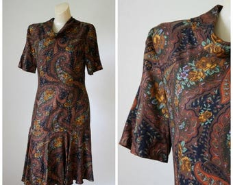 Sale Vintage 1960s Paisley Dress / Vintage Office Dress / Mod Dress / Vtg 60s Dress / Flirty Swirly Dress / Dropwaist Dress S/M