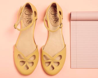 Lemon Pie - Leather flat sandal in yellow. Handmade in Argentina - Free shipping