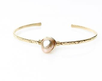 Blush Freshwater Pearl Bracelet / June Birthstone Gift for Wife, Mom / Pale Pink Bridal Jewelry / Baroque Pearl Cuff Bracelet