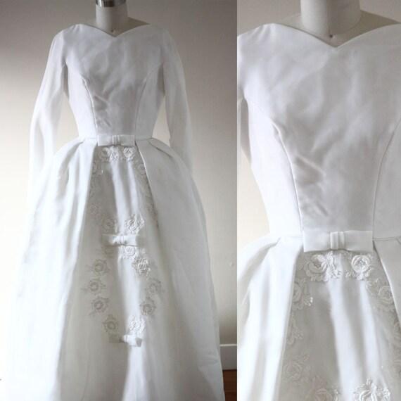 1960s white three bow wedding dress  // 1960s wedding dress // vintage bridal dress