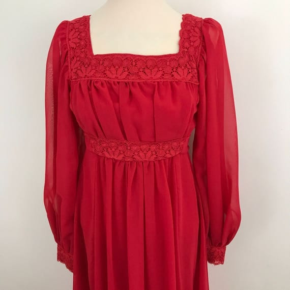 Maxi dress 1970s red dress empire line square neckline vintage lace trim flowing skirt polyester Regency feel UK 10 boho hippie festival