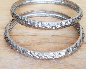 Vintage Set Of 2 Silvertone Metal Hammered Bangle Bracelets