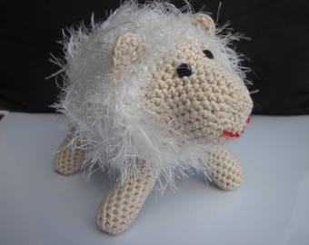 peluche en forme de mouton réalisée au crochet en coton et acrylique (1)