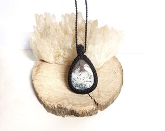 Macrame pendant with Dendritic Agate, Crystal healing, chakra jewelry