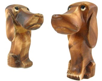 Vintage Hound Dog Salt And Pepper Shakers 1950s Salt Pepper Kitschy Kitchen Hound Dog Kitchen Decor Bloodhound Collectible Vintage S & P