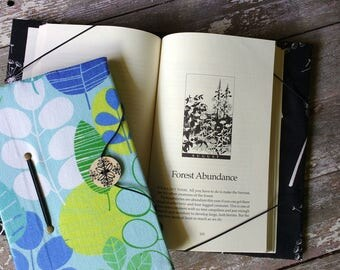 Medium book cover / hands-free reading trade size book holder / leafy print / book privacy / gift for reader / bibliophile / paperback cover