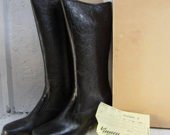 Vintage Pair Size 8 Women's Waterproof Boots. Vinyl / Man Made Materials. Kinney's Shoes.