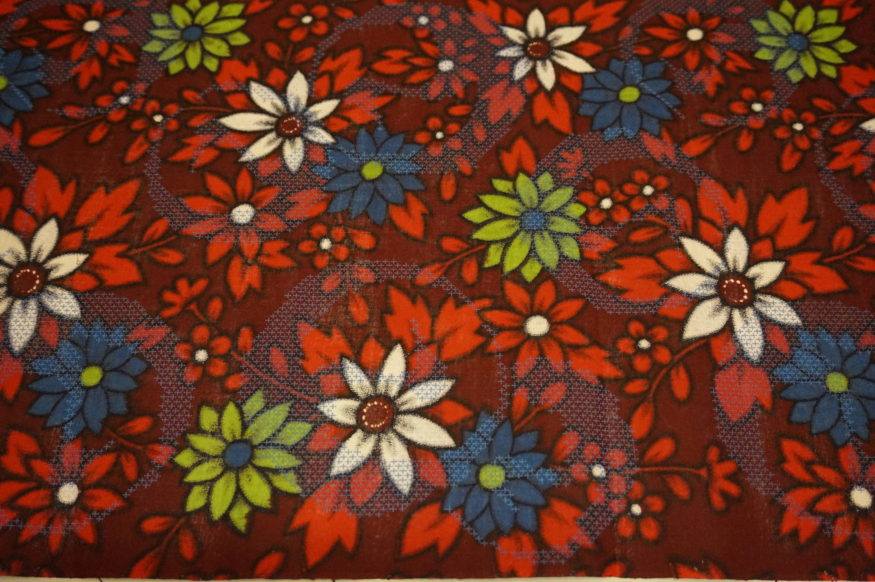 Red floral Vintage Japanese cotton yukata fabric. Vintage