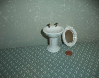 1:12 scale Dollhouse Miniature Older bathroom sink