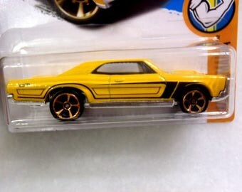 Free Shipping' New Hot Wheels  67 Pontiac GTO Yellow Muscle Mania #810 Die-Cast 1:64 Scale Rare New 2015