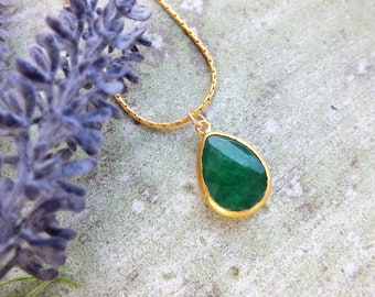 Emerald green necklace Bold Pendant necklace Gold Statement Necklace Gift for mom Mother gift Bold Necklace Jade stone necklace