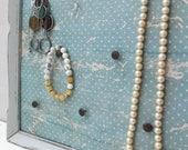 Support à bijoux décoratif clous déco collier bracelet boucles d'oreilles tapisserie ancienne cadre antique vintage turquoise organiser