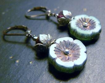 Earrings silver/blue glass shakers Hawaiian flower shape