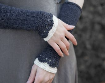 Crocheted knitted dark grey and ecru arm warmers. Fingerless gloves. Virgin wool and silk.