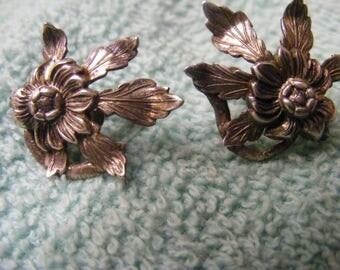 Vintage Sterling silver flower earrings screw on.