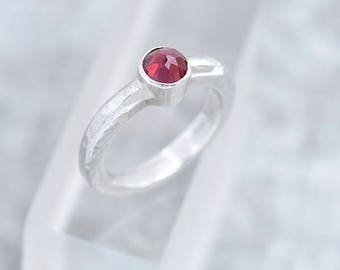 Garnet Jewelry, Silver Ring with garnet, Hammered Band Ring with Garnet, Garnet Ring Size Q, Garnet Ring Size 8, January Birthstone Ring