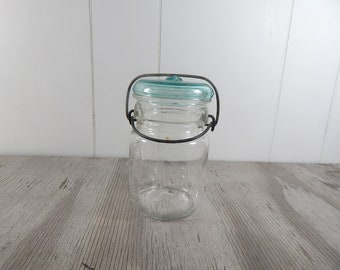 Vintage Mason Jar 1950's Glass Top steel closeure Ball Ideal