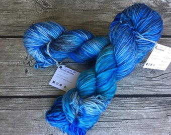 Put Some Windex On It - Superwash Merino Hand Dyed Yarn - DK Weight yarn - Single Ply Yarn