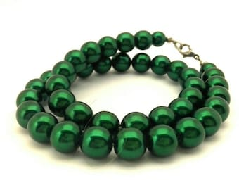 Vintage Necklace Rich Green Pearls Glass Round Beads 10.0 mm Wonderful Women