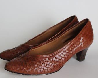Vintage Brown Weaved Leather Pumps