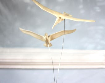 1970s kinetic sculpture featuring pelicans on wire from an onyx base