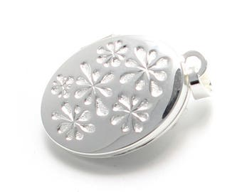 Small 925 sterling silver medallion decorated with flowers