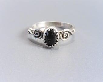 Dainty Vintage Sterling Swirl Black Onyx Ring Size 6.75