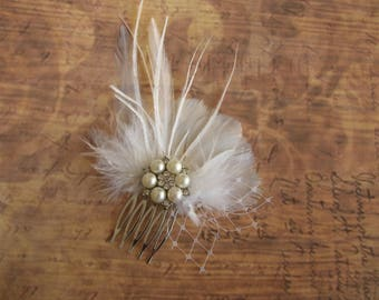 Feather Hair Comb, Wedding Accessories, White Feathers Hair Piece, Feather Bridal Headpiece, Pearl Rhinestones Hairpiece, Feather Hair Clip