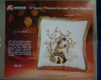 "Vintage 1973 LEEWARDS 14'' Square ""Winsome Raccoon"" Crewel Pillow KIT"