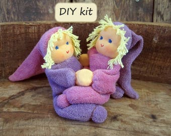 Do it yourself kit '2 Noesjes', for making 2 dolls with magnetic hands. Color: fuchsia - purple