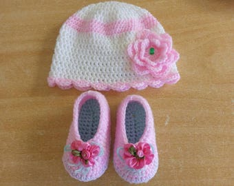 Crochet beenie and bootie for baby girl age newborn up 3 months