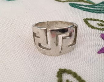 Solid Silver - Sterling Silver Ring - Hallmarked 925 - Chunky - Aztec - Geometric Pattern - UK Size Q 1/2 - US 8 1/4