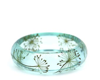 "Pressed dill flowers, light blue resin bangle bracelet // Size XS Ø58mm - 2.28"" // Pressed flower jewelry // Resin jewelry // Herbarium"