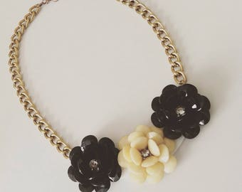 Bib necklace black and gold flowers