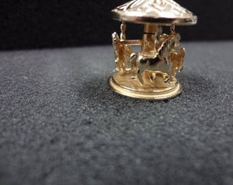 a274 14k Yellow Gold Turning Carousel Charm or Pendant (Moveable charm)