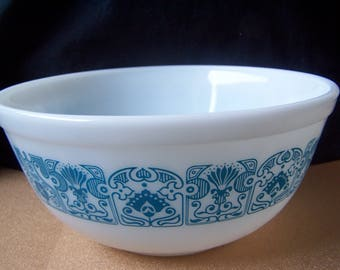 Pyrex Blue Horizon 403 2 1/2 quart nesting mixing bowl