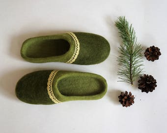 "Green slippers for women ""Pinewood's colors"". Handmade slippers from wool. 100% natural. Gift for her."