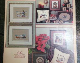 Vintage 1986  LEISURE ARTS  Olde Worlde Christmas  Booklet -  Counted Cross Stitch Patterns - Graph/Chart