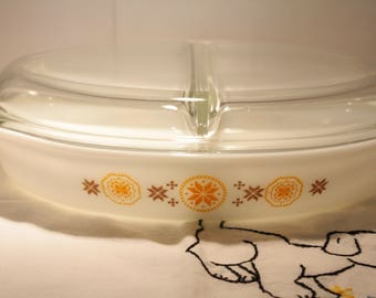 Vintage Pyrex Divided Casserole with lid // 1.5 Quart // Town and Country Pattern