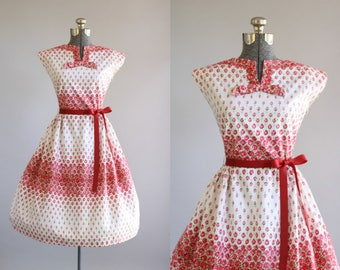 Vintage 1950s Dress / 50s Cotton Dress / Styled by Hussey Red and Pink Rose Ombre Print Dress M